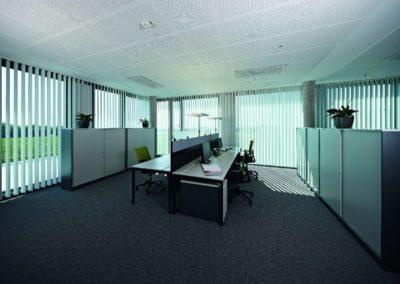 Vertikaljalousie am Arbeitsplatz von Sonnenschutz Meisl