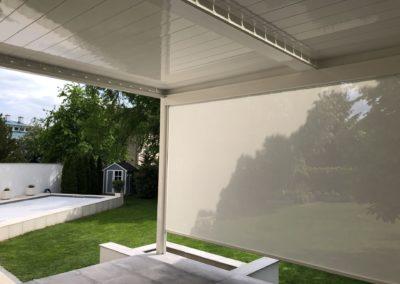 Lamellendach mit integrierter Senkrechtmarkise von Sonnenschutz Meisl