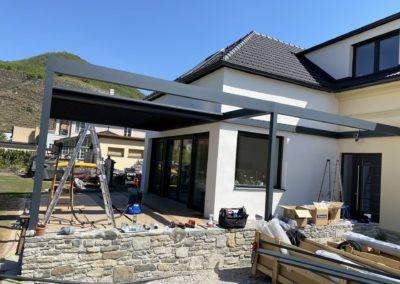Montage dreiteiliges Lamellendächer von Sonnenschutz Meisl