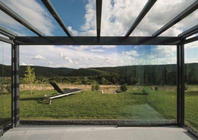 Terrassendach mit Ganz-Glas-Schiebeelementen